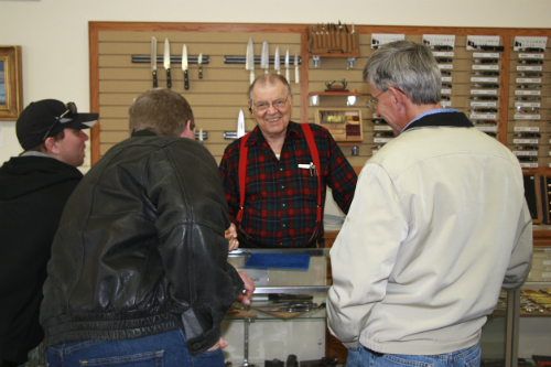 A.G. Russell explaining and talking to knife enthusiasts